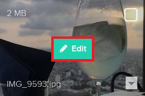 アップロードした写真をポイントすると表示される、[Edit]をクリックします。